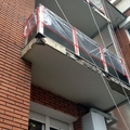 Varillas en frente de balcón