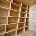 vestidor con estantes modulares
