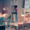 Zona de estudio y sueño iluminada