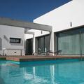 Zona de solarium en piscina