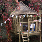 Casa árbol con tejas