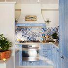 Cocina con azulejos azules