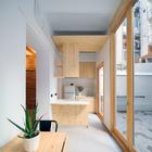 cocina con mobiliario de madera