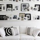 collage de fotos familiares en salón