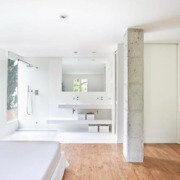 Dormitorio con baño minimalista