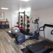 Distribuidores Weber - Reforma de garaje para transformarlo en gimnasio con spa y sauna.