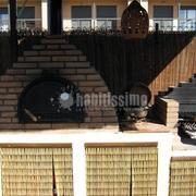 Estructura de madera y levantamiento de horno y barbacoa
