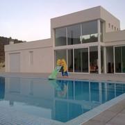 3-Fachada y piscina