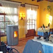 Estufa de pellets en restaurante de Bellver de Cerdanya (Lleida) MODELO CIRCLE 12 en acero antracita