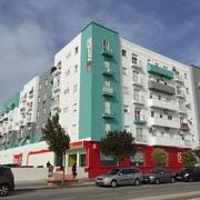 Distribuidores T-krom - Rehabilitación y diseño de fachada