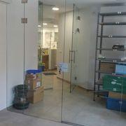 Acristalamiento de vidrio templado en una farmacia en Valencia