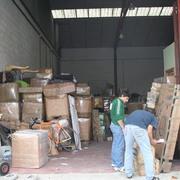 Alamacen preparando para cargar luego al camion
