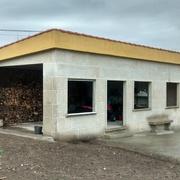 Proyecto y construcción de galpón de piedra en Pontevedra