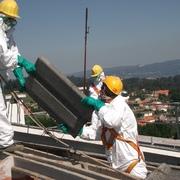 Desmontaje de cubierta con amianto en Sada (A Coruña) - Promotor: Promociones Inmobiliarias Folgar Coruña, S.L.