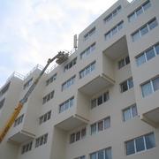 Rehabilitación de fachada de hotel con acabado pintura acrílica revestimiento con garantía de 6 años.