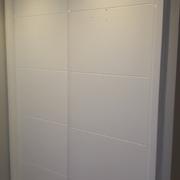 Armario de puertas correeeras lacadas blancas