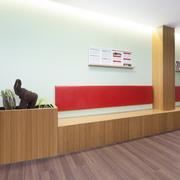 Banco de espera y florera