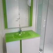 Montaje de un espejo, meuble de baño y manpara de ducha
