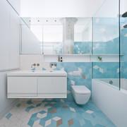 baño con alicatado de colores