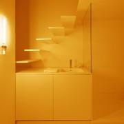 baño con mobiliario blanco