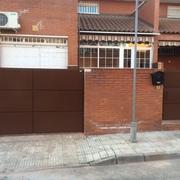 Puertas de chapa galvanizada en forma de bandejas