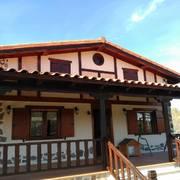 Pintado de fachada con polixilosanico y barnizado de madera con aceite olivos