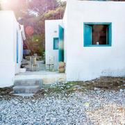 casa ventana azul