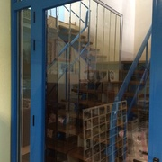Cerramiento de escalera en oficina en Madrid