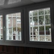 Distribuidores Recasens - Problema: Condensación de humedad //Solución: Ventanas PVC y vidrios aislantes.