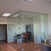 Cerramiento de vidrio para la creación de una habitación en Valencia