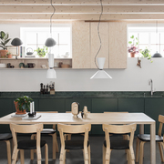 Cocina comedor con muebles de madera