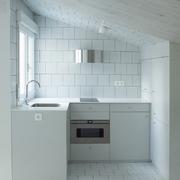 cocina con alicatado blanco
