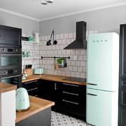 cocina con electrodomésticos Smeg en color verde