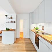 cocina con suelo de parquet