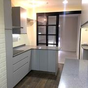 Cocina con mobiliario lacado gris brillo 2