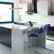 Cocina moderna con isla con suelo blanco Zeus Silestone y encimera Tundra Dekton de Cosentino