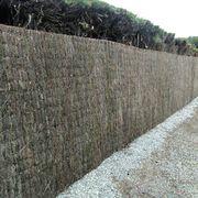 Colocación de una valla metálica galvanizada.