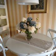Comedor y alacena pintada de blanco