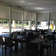 Cortinas Control Solar en Restaurante
