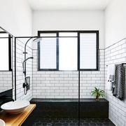 Cuarto de baño en negro y blanco