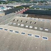 Substitución de lucernarios en cubierta industrial.