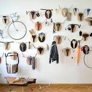 la bici colgada en pared