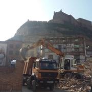 Derribo manual y mecánico edificio 4 plantas en Monzón (Hu)