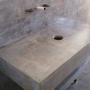 Detalle de muebles revestido con microcemento