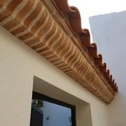 Detalle de sardinel con ladrillo manual pecho paloma
