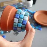 cómo hacer una maceta con mosaico