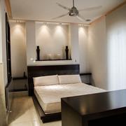 Dormitorio con luz indirecta