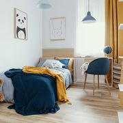 Dormitorio juvenil con textiles básicos
