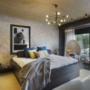Dormitorio moderno con papel pintado con detalles dorados