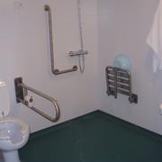 Ducha baño discapacitados.